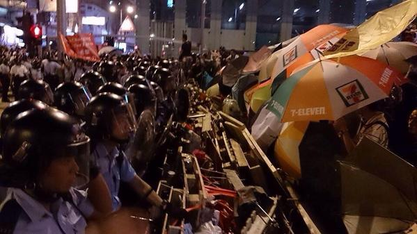 Protesters retreat in Mong Kok; red flag is raised, police seize supplies