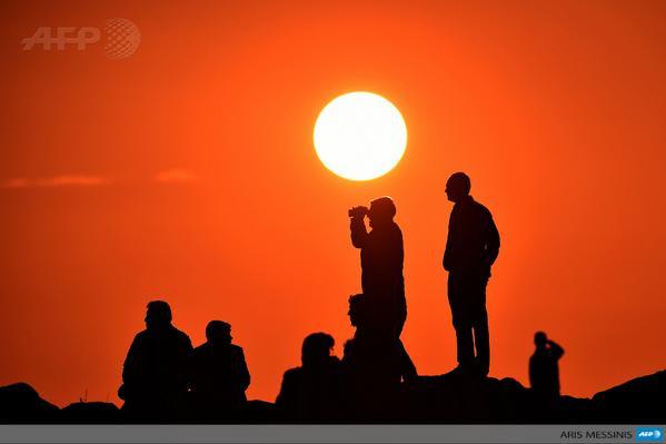 Kurdish people watch Syrian town of Kobane from Turkish border village Mursitpinar