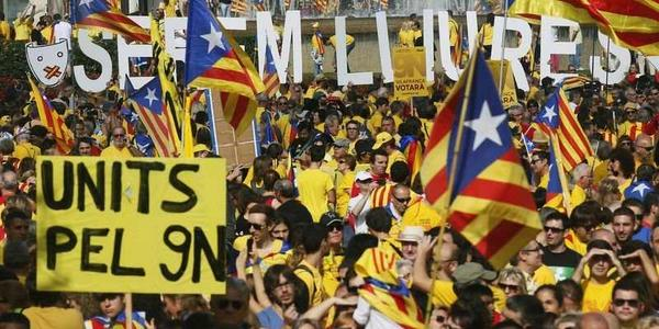 Up to 100,000 Catalans crowd Barcelona to call for early elections