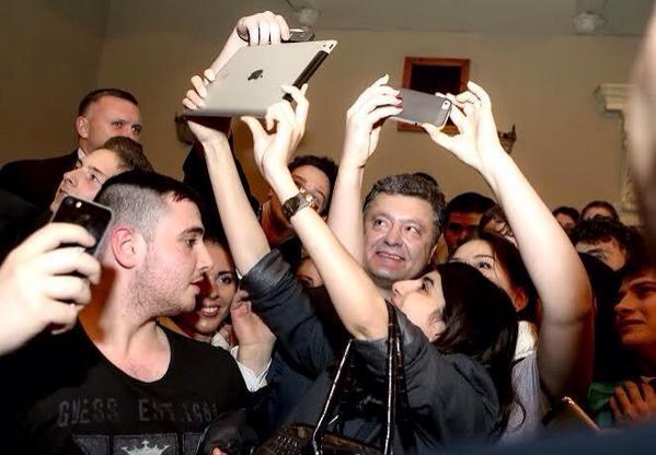 Poroshenko with students in Dnipropetrovsk