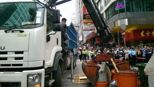 Tensions flare in Mong Kok as barricades are torn down