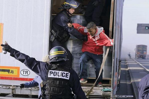 Riot police sent to Calais as migrant gangs clash