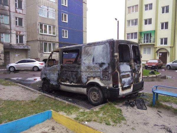 The car of the head of Chervonograd Automaidan was burned last night.  The vehicle that drove things and food to the area of ATO. Ukraine