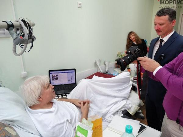 Strelkov has visited the impartial journo Yuri Yurchenko in the hospital. He gave him a medal and financial support.