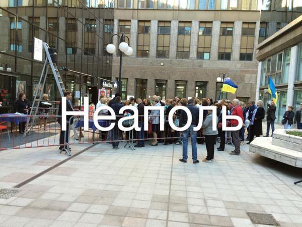 Ukrainians vote in Naples