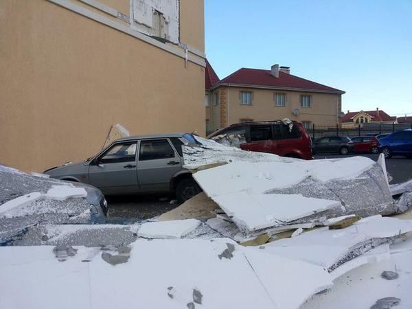 Storm in Krym: broken car, destroyed roof and halted ferry