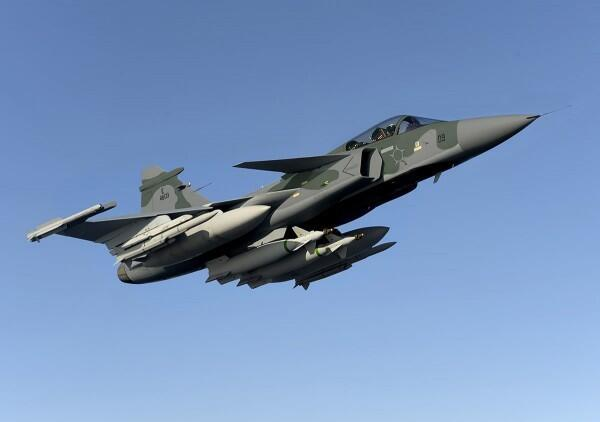 Brazil signs USD5.4 billion contract with @Saab for 28 Gripen E and 8 Gripen F fighters. Deliveries 2019 to 2024.