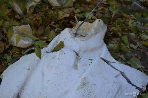 Another Lenin lost his head, this time in Volgograd Russia