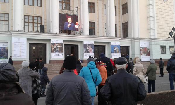 Donetsk's Kobzon concert is being played on a giant tv outside the theatre