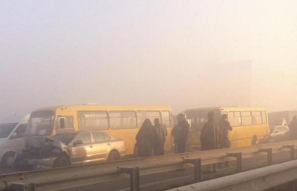 Massive accident on the outskirts of Kiev: due to heavy fog collided 14 cars