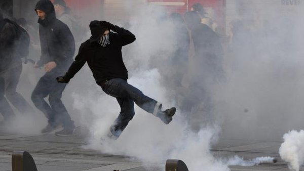 France: Clashes in Nantes at protests against police killing of RemiFraisse. At least 5 wounded