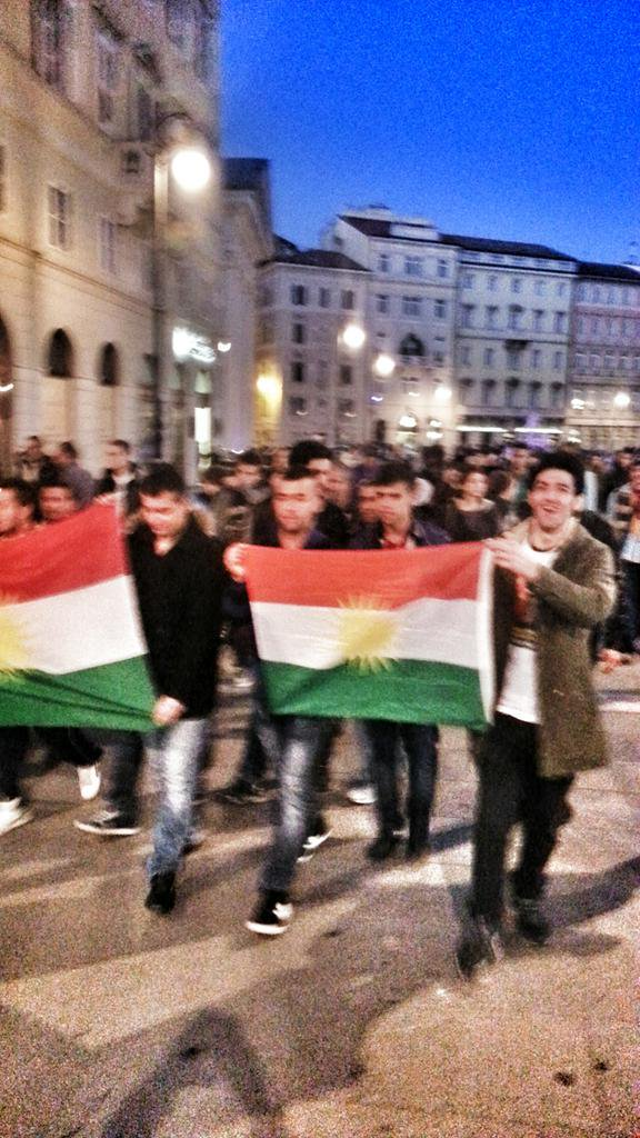 100+ people in the parade to kobane in the centre of Trieste