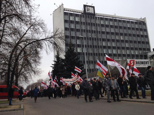 Protest in Minsk Long live Belarus Belarusian flags again on Central Avenue