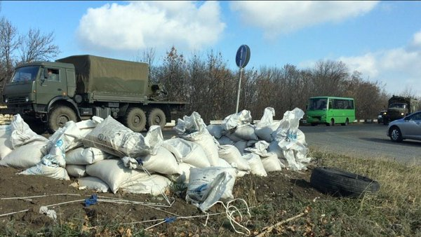Yet another military convoy of 40+ trucks passing Khartsyzk toward Donetsk. With anti-aircraft guns, fighters.