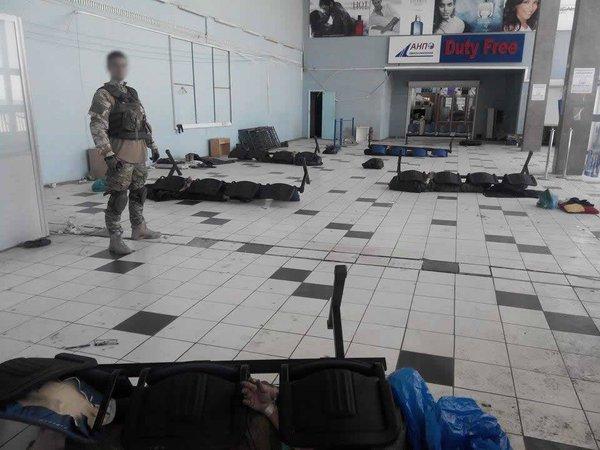 Ukrainian military capture some militants in Donetsk airport