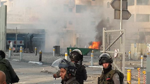 Serious clashes ongoing in E Jerusalem, Arabs throwing fire bombs & fireworks towards Israeli forces