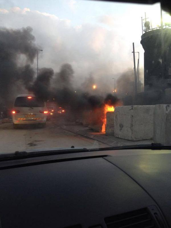 Huge smoke in the air as serious riots continue at Qualandia checkpoint between Arabs & Israeli forces.