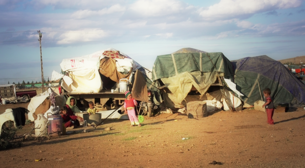 Over 2000 live in the buffer zone in Kobane for over 40 days now with no proper sanitation, water or medical