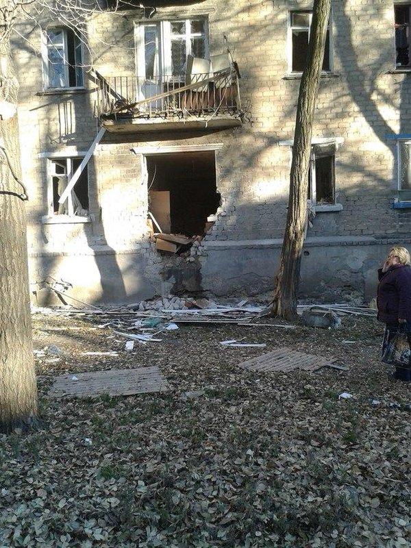 Shells hit residential block in Donetsk