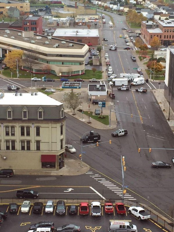 3 people are being held hostage by gunman at downtown Buffalo NY pawnshop for a few hours already.