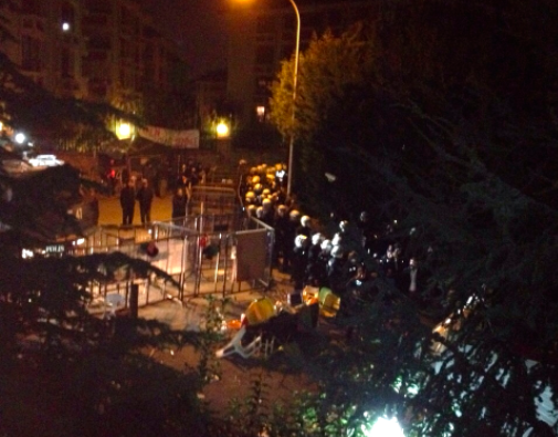 Police attacks people at Validebağ once again in the middle of the night. turkey istanbul