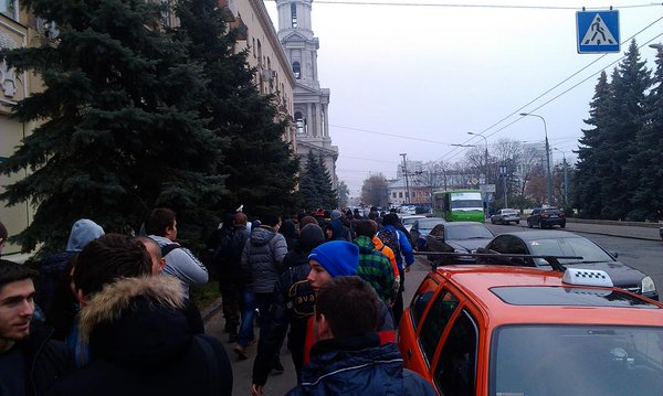 Rally in Kharkiv. Waiting for communists