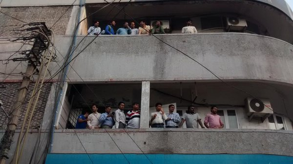 Office goers at jhandewalan come out too see the clash between the Hindu Sena and kissoflove organisers @htTweets