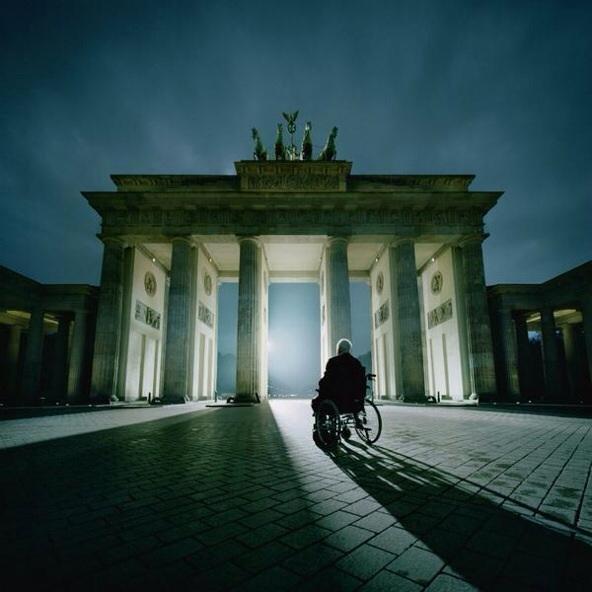 Helmut Kohl in front of the door of Brandeburg