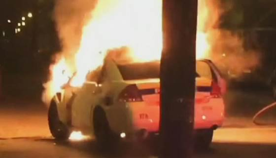 Teen save police officer from burning cruiser after crash