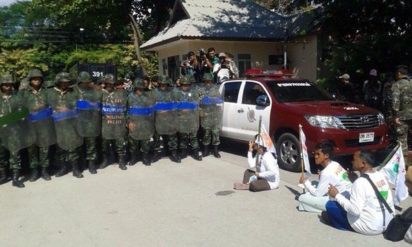 Tense situation in Chiangmai, communities&land reform network planning a rally were arrested by officers Thaicoup