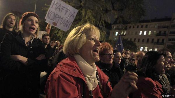 More than 10 thousand Hungarians protested against corruption and demanding the resignation of Prime Minister Orban