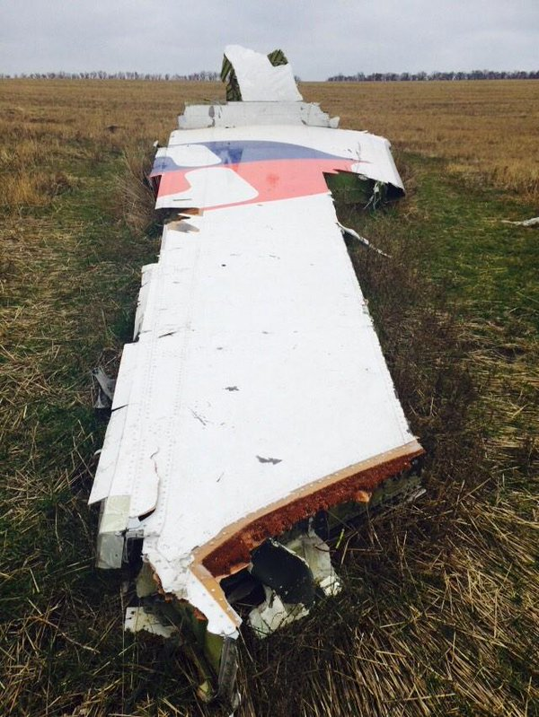 OSCE and representatives of the security Council of the Netherlands arrived at the crash site of MH17 , the debris is not yet taken.