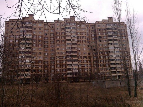 Heavy shelling in Avdiivka, burning houses
