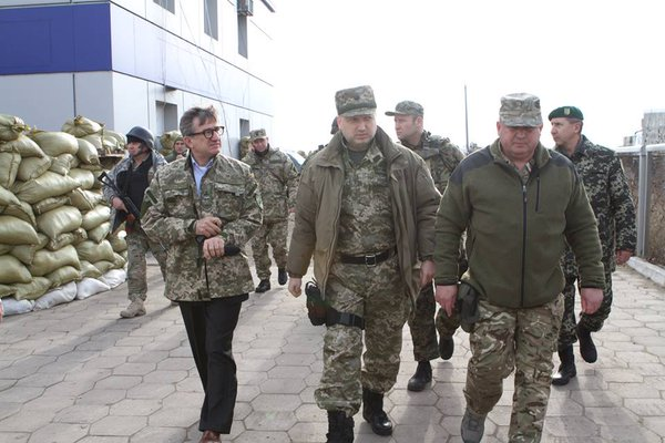 Turchynov and Taruta checks the readiness of the defence of the frontiers in the area of the ATO