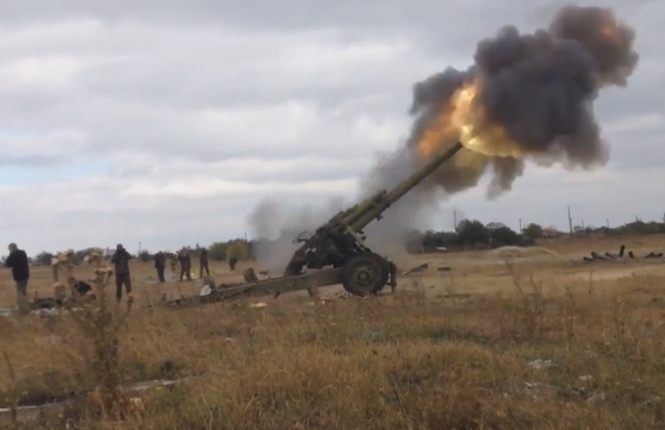 Russian troops operate the newly supplied 2A65 Msta-B vs. Debaltseve