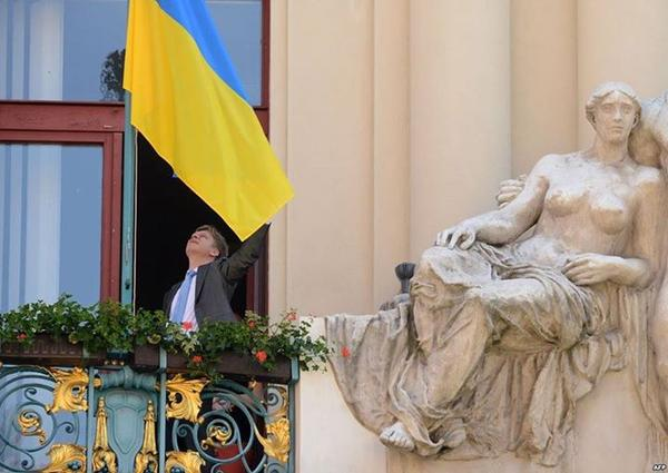 Mayor of Prague raised Ukrainian flag over the City Hall