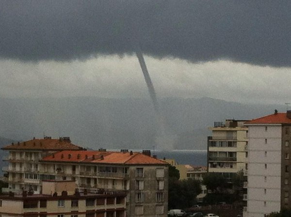 Waterspout in the gulf of Ajaccio via @francoisbisquer. The weather remains stormy on the Corsica throughout the day.