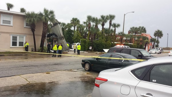 Roof that crashed down on a JaxBeach apt. complex in Jacksonville
