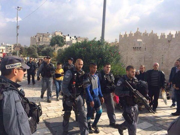 2 Arabs arrested at Damascus Gate in Jerusalem following reports of an attempted stabbing attack.