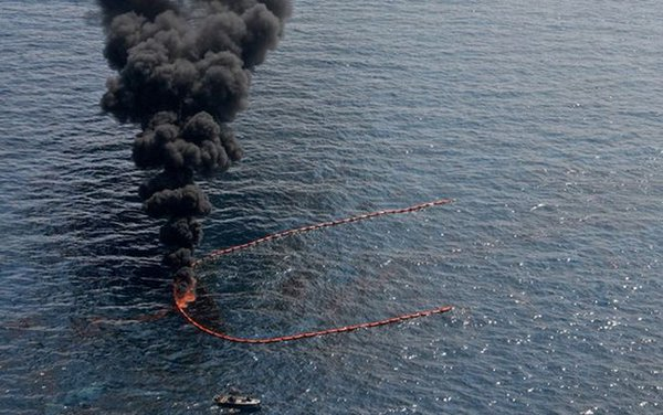 Off the U.S. coast oil platform exploded, there are victims