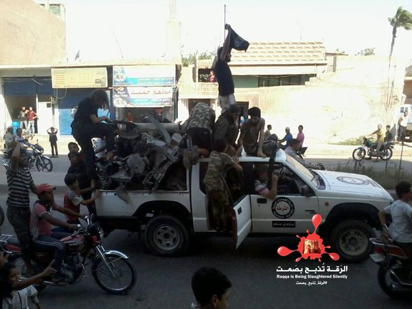IS fighters in Raqqa are parading the remains of a Tomahawk missile that killed 18 of their fellow fighters
