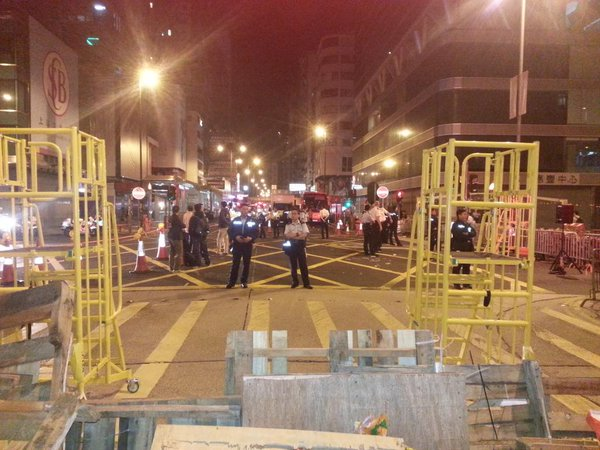 Police dismantle their tents on Argyle Street and at intersection with Nathan Road