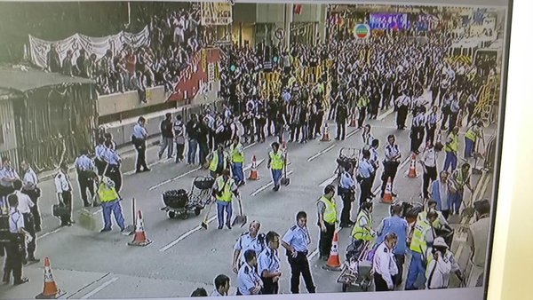 The cleaners have rolled onto Arygle St and doing a speedy job. OccupyMK OccupyHK