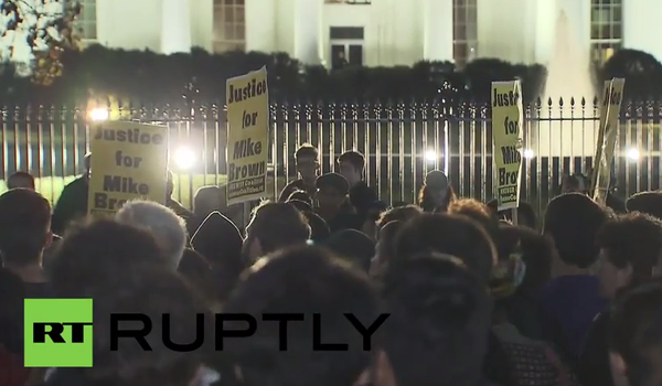 Protesters blockade White House over Ferguson jury ruling