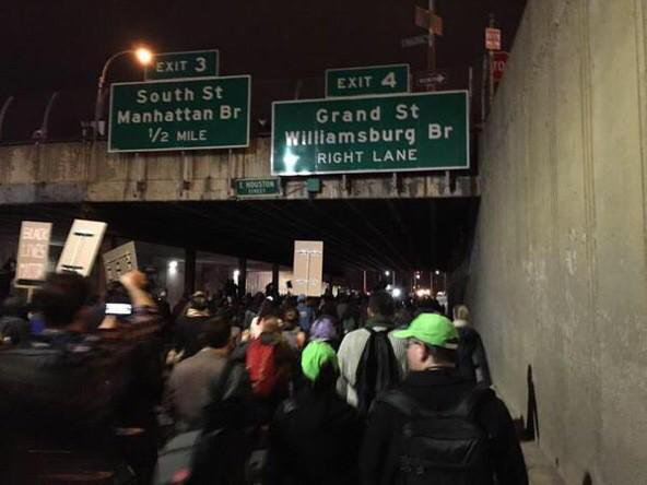 Protestors have shutdown the Williamsburg bridge in NewYork Ferguson