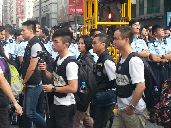 Police moving in to Nathan Road to prepare for clearance.