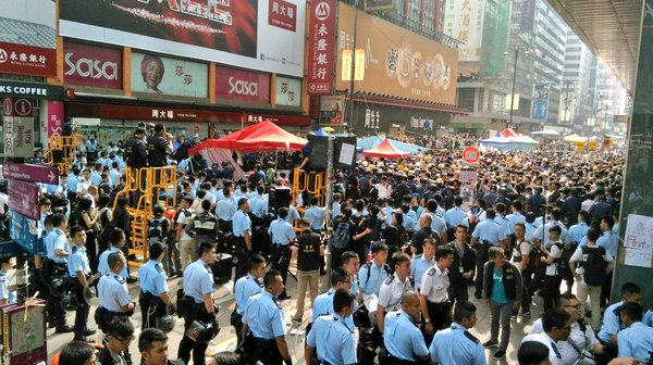 HongKong police clear half of Nathan Rd occupyhk