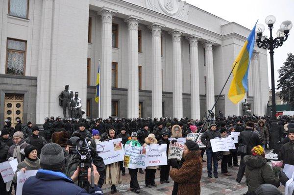 Around the Verkhovna Rada many police and national guard
