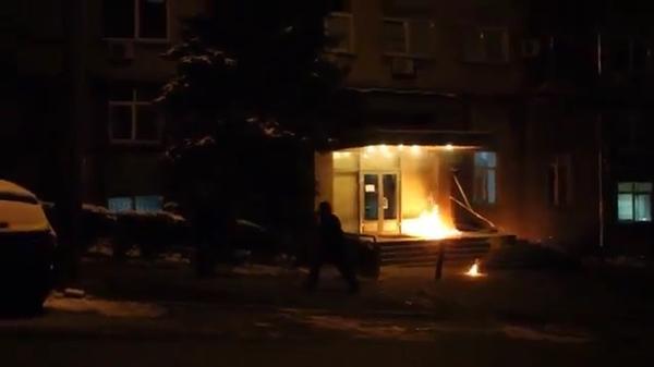 Activists thrown molotov cocktail in Ukrainian channel ICTV office in Kyiv