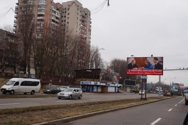 Billboard of the Socialists in Chisinau: Together with Russia! Putin shall solve the problems of Moldova.